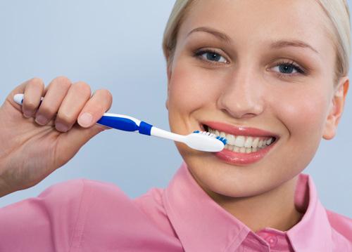 Chảy máu chân răng là dấu hiệu của bệnh gì? 3