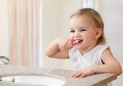 Tại sao trẻ nhỏ bị hôi miệng?