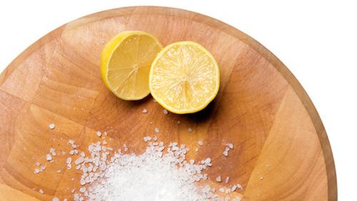 Cách tẩy trắng răng bằng muối và chanh