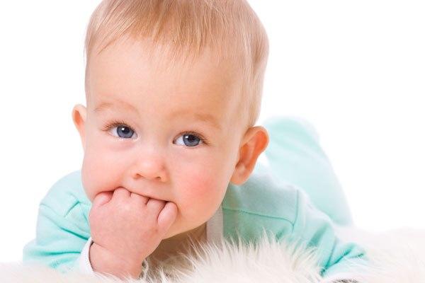 Trẻ bị ngứa răng - mẹ nên làm gì?
